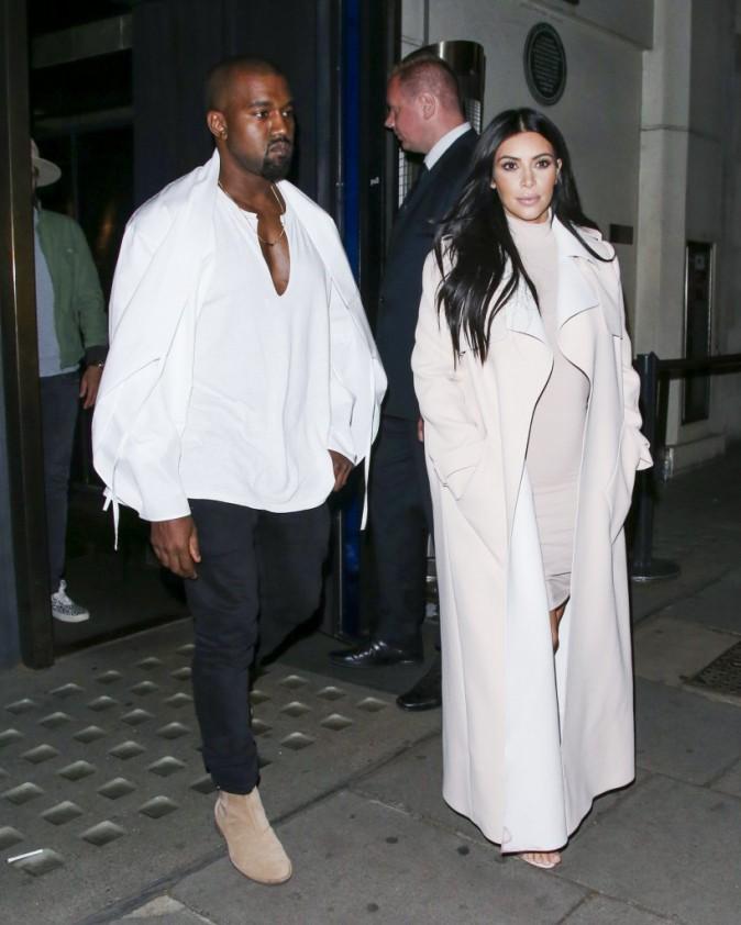 Kim Kardashian et Kanye West : Sortie en amoureux apr�s en avoir pris pour leur grade � Glastonbury !