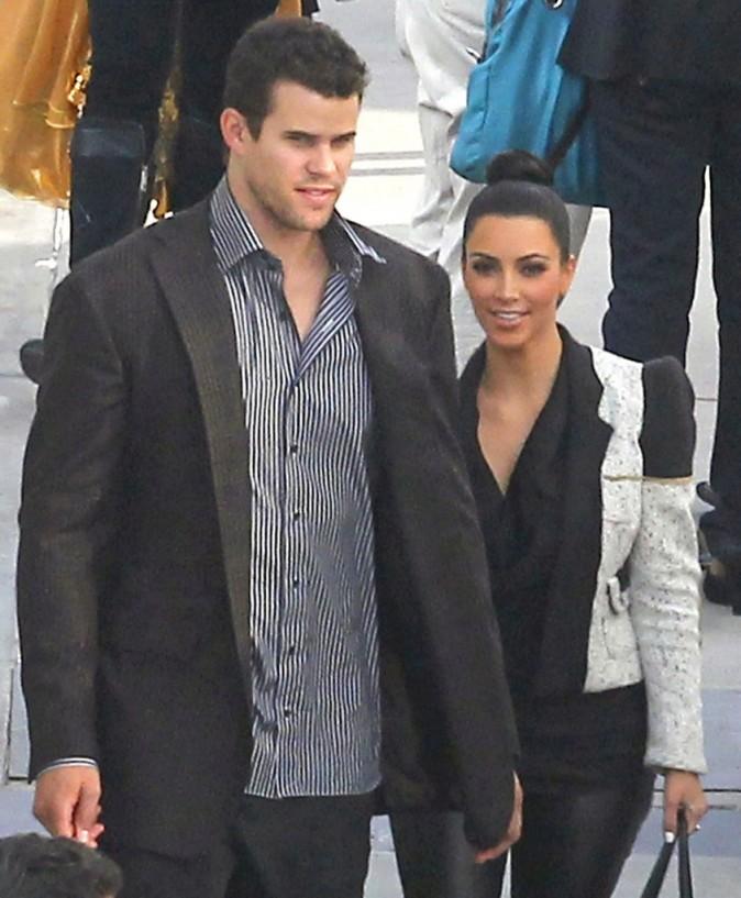 Pour aller soutenir son frère Rob à Dancing With the Stars, Kim fait encore semblant d'aller bien...
