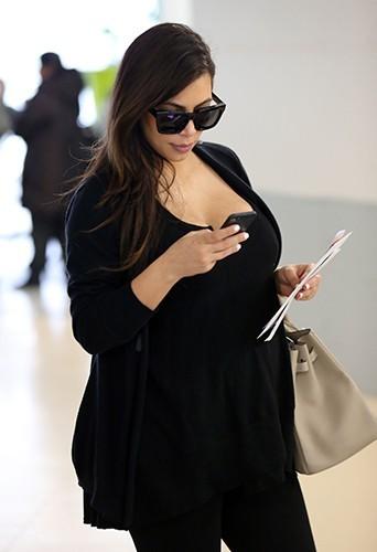 Kim Kardashian à l'aéroport de Paris Charles de Gaulle le 1er mai 2013