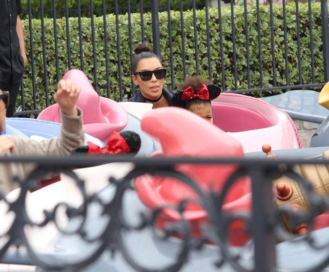Kim Kardashian et North : duo c�lin � Disneyland !