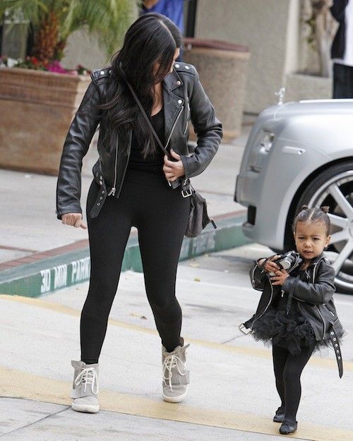 Photos : Kim Kardashian et North West, duo rock pour aller danser !