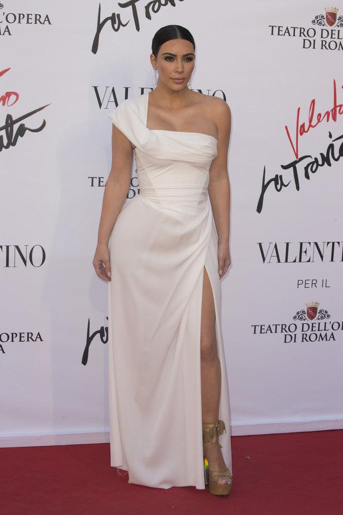 Photos : Kim Kardashian fait de l'ombre à Monica Bellucci !