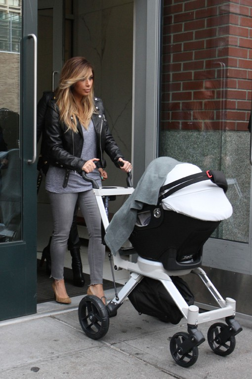 Kim Kardashian avec LaLa Anthony et sa fille North à New-York le 22 novembre 2013