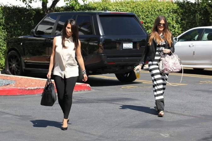 Les deux soeurs enfin réunies après une longue absence de Kim !