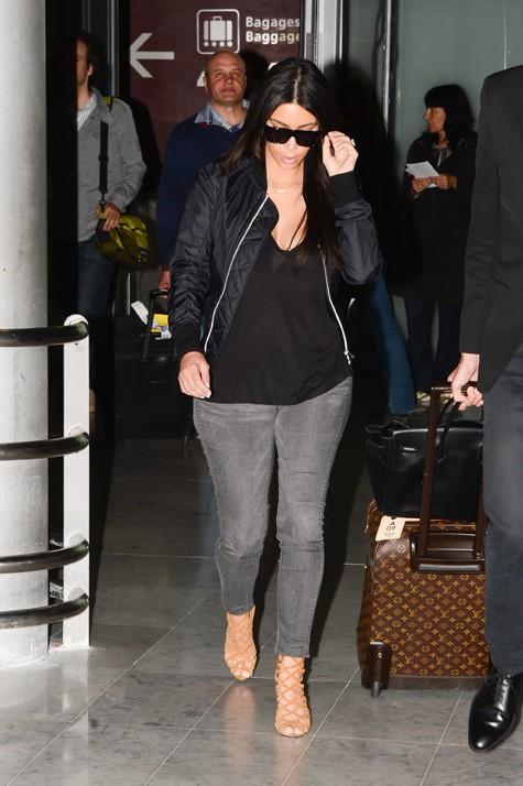 Kim Kardashian à son arrivée à l'aéroport Roissy Charles de Gaulle le 9 juillet 2014