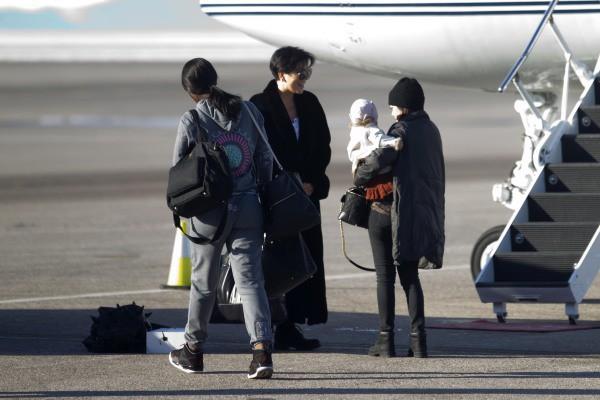 Kourtney Kardashian et Kris Jenner prêtes à faire leur retour à L.A., le 2 janvier 2013 dans l'Utah.