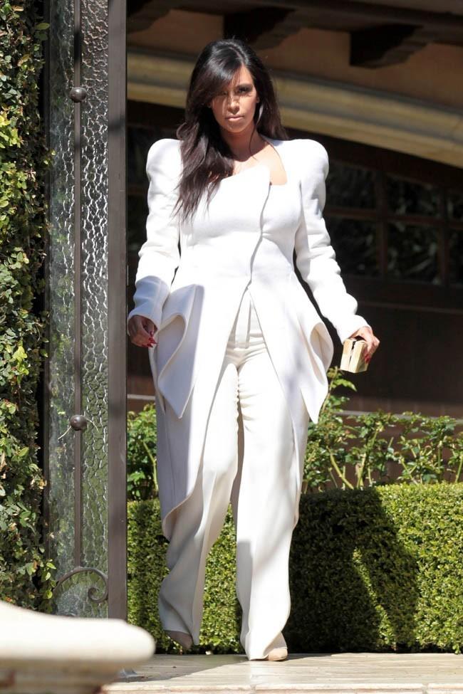 Kim Kardashian à la sortie de sa maison de Beverly Hills le 2 mars 2013