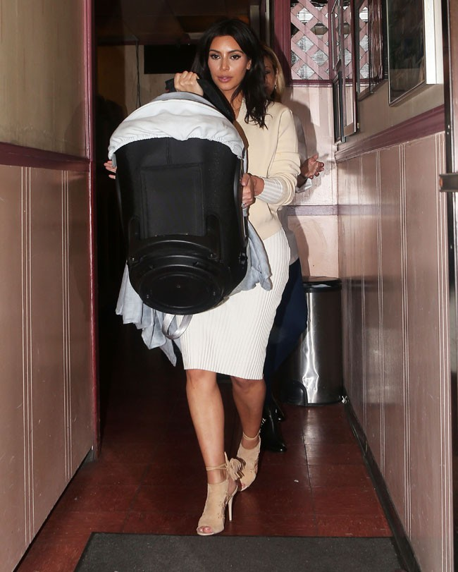 Kim Kardashian avec sa fille North à Los Angeles le 15 mars 2014