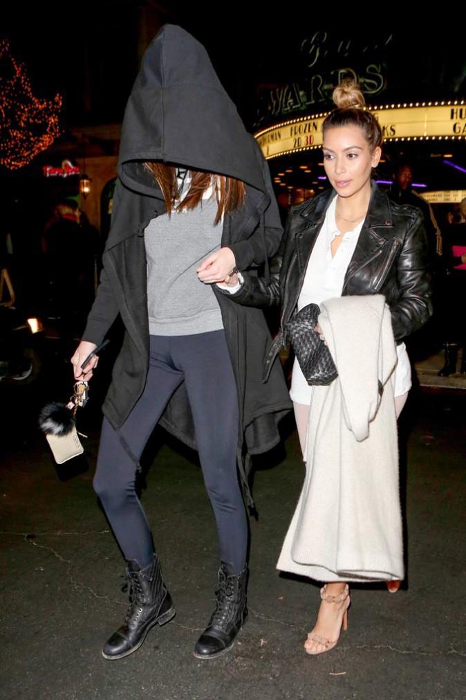 Kendall Jenner et Kim Kardashian à Calabasas le 21 décembre 2013