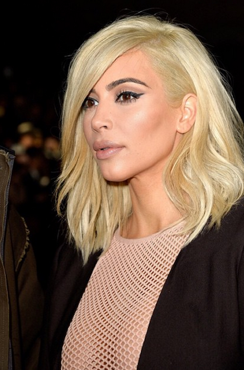 Photos : Kim Kardashian : poitrine à l'air, elle continue sa tournée choc à Paris !