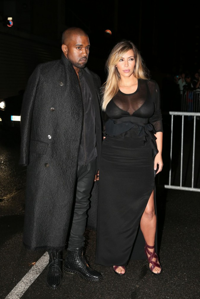 Photos : Kim Kardashian : poitrine XXL apparente, la bombe est de sortie !
