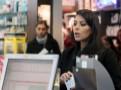 Photos : Kim Kardashian : repérée dans une pharmacie de Paris... La bimbo enceinte ne fréquente pas que des lieux VIP !