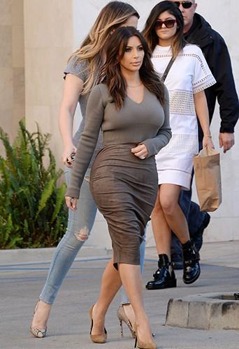 Kim et Khloé Kardashian en compagnie de Kylie Jenner à Los Angeles le 1er février 2014