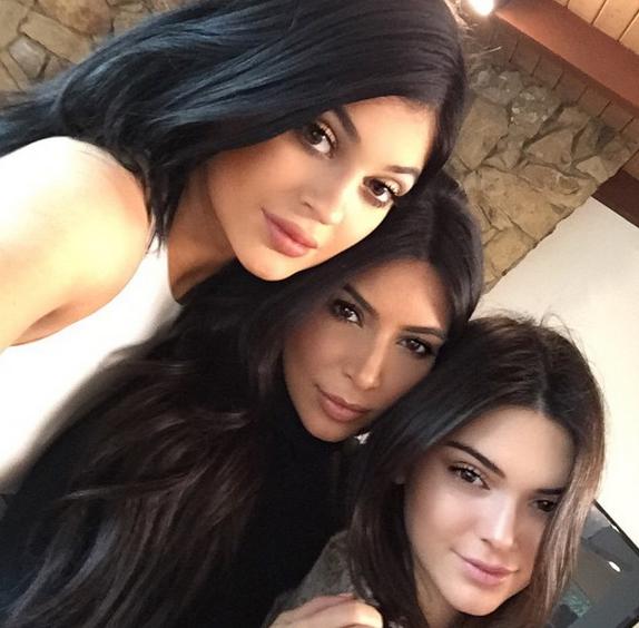 Photos : Kim Kardashian : réunion de famille autour de Bruce Jenner, Rob manque toujours à l'appel !