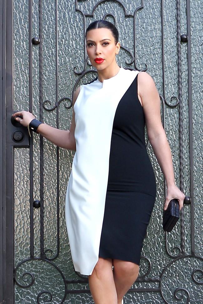 Kim Kardashian à la sortie de sa maison de Los Angeles le 20 février 2013
