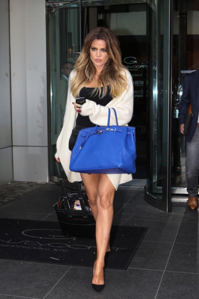 Photos : Kim Kardashian : robe fendue, chevelure ultra-brushée, la bombe met le paquet aux côtés de ses soeurs !