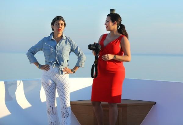 Kourtney et Kim Kardashian en vacances à Mykonos, le 28 avril 2013.