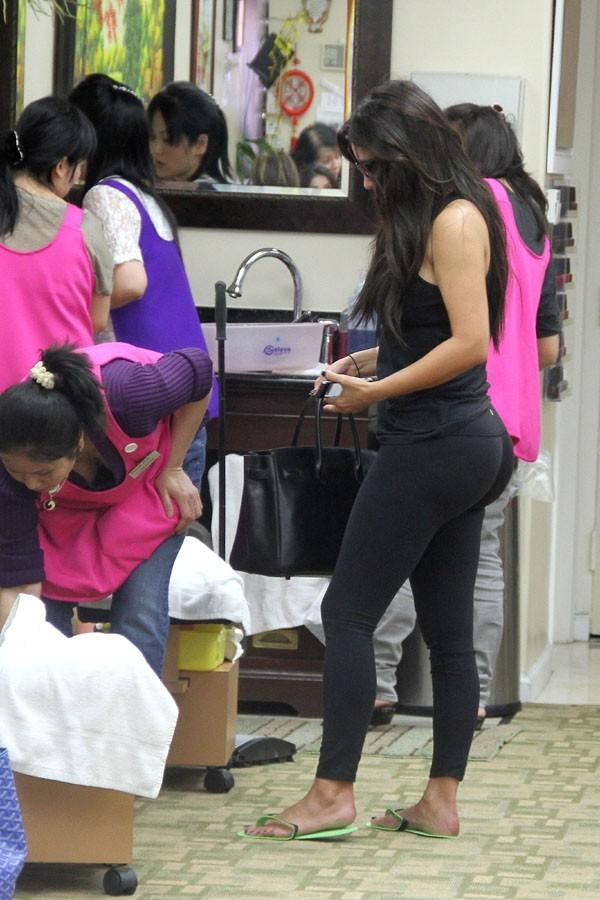 Kim Kardashian dans un salon de manucure de Los Angeles le 1 er mai 2012 !
