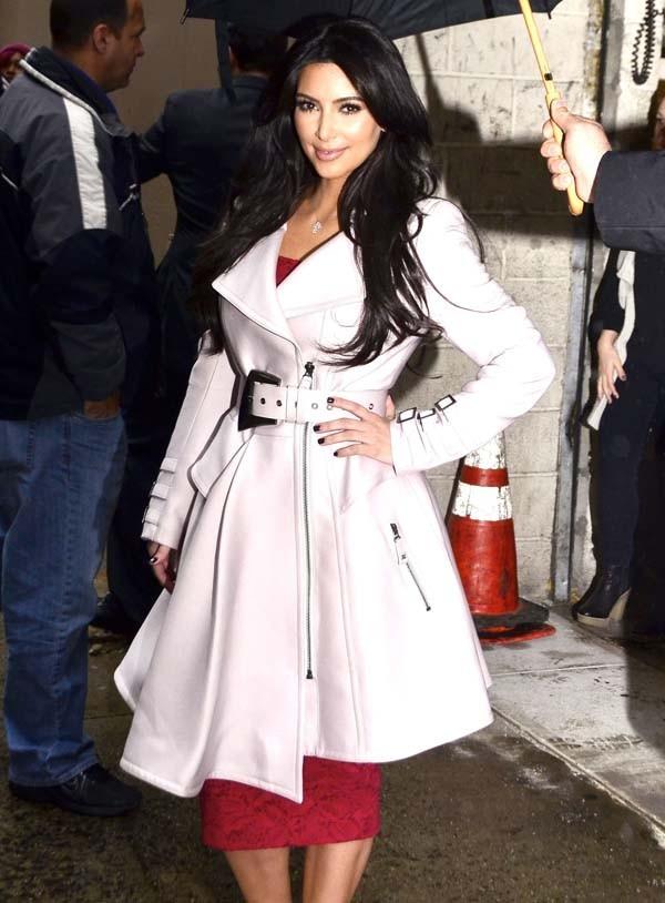 Kim Kardashian à son arrivée aux studios du Live with Kelly !