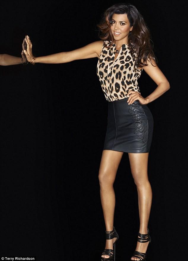 """Kourtney Kardashian dans la nouvelle campagne """"Kardashian Kollection for Lipsy""""."""