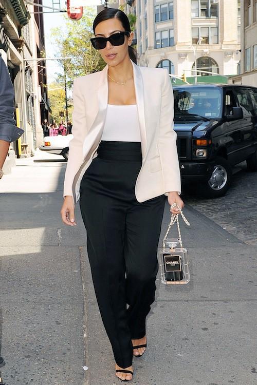 Photos : Kim Kardashian : toujours Mademoiselle ou déjà Madame ? Elle s'affiche chicissime en Chanel !