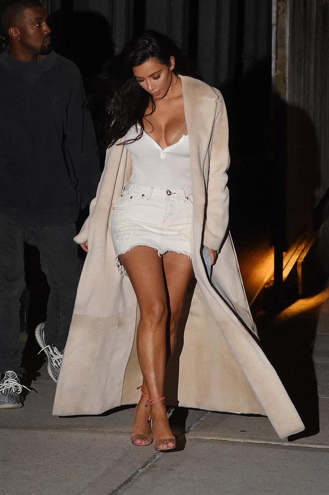 La veille, Kim Kardashian a aussi fait péter le décolleté