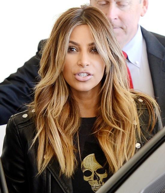 Photos : Kim Kardashian : ultra-décontractée aux cotés de Kendall pour rendre visite aux enfants malades !