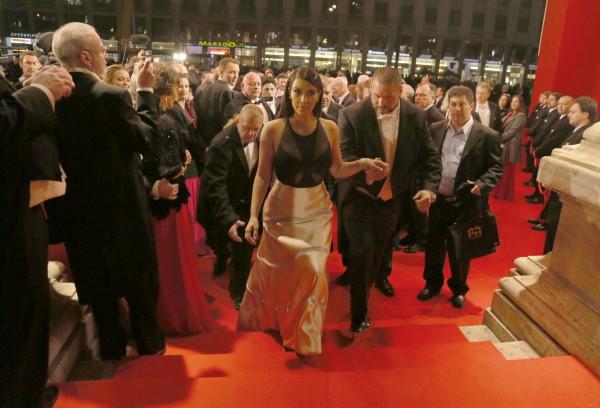 Kim Kardashian lors du bal de l'Opéra de vienne, le 27 février 2014.