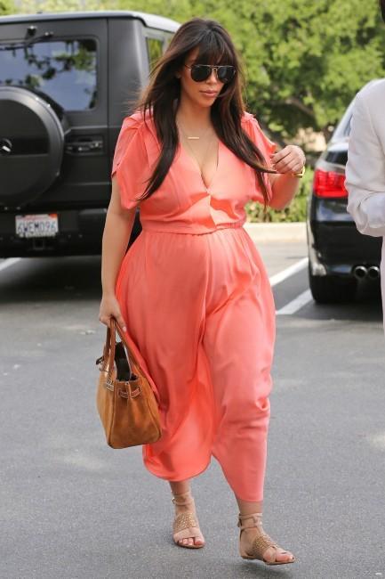 Kim Kardashian se rendant à la messe à Sherman Oaks, le 7 avril 2013.