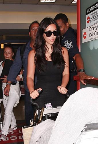 Kim Kardashian à l'aéroport de Los Angeles le 24 juillet 2014