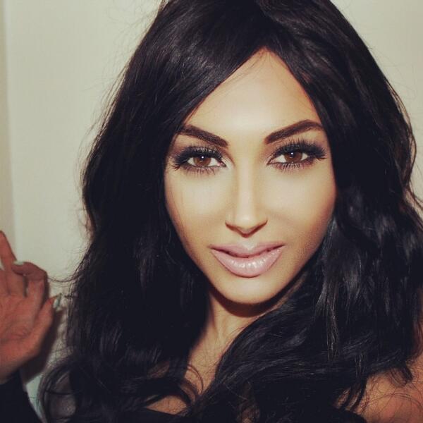 Photos : Kim Kardashian : une fan anglaise dépense 22 000 euros en chirurgie pour lui ressembler !