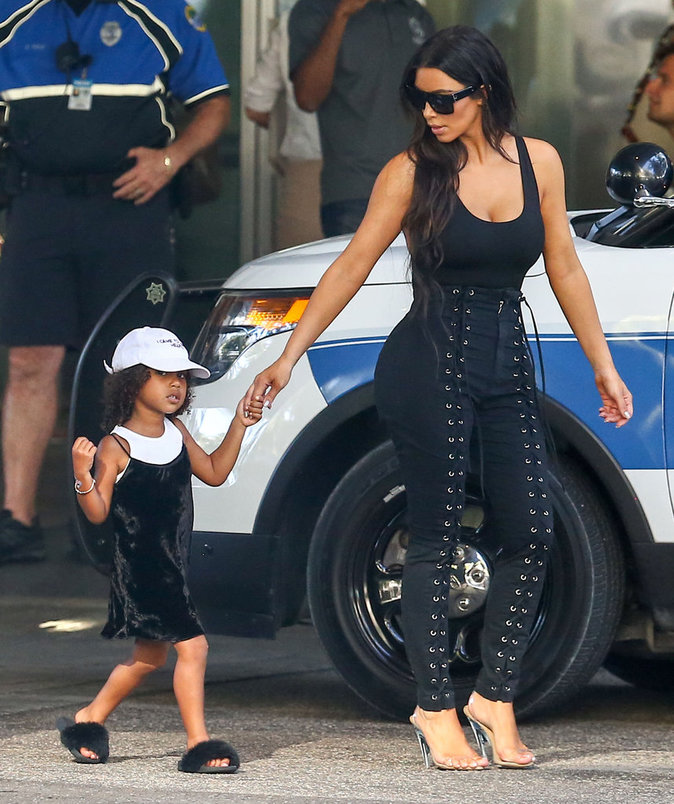 Kim Kardashian : virée shopping avec sa fille North West à Miami