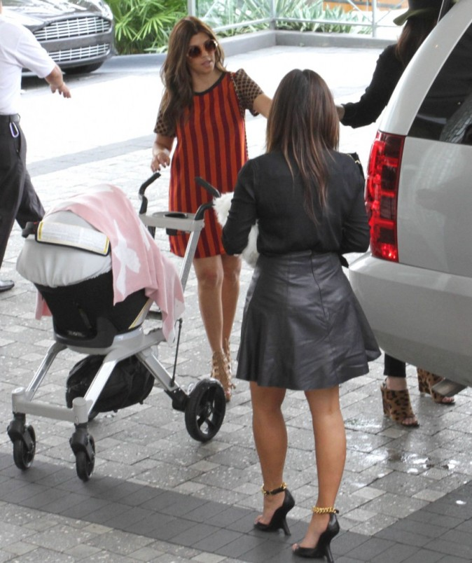 Kourtney et Kim Kardashian à Miami,  le 16 septembre 2012.