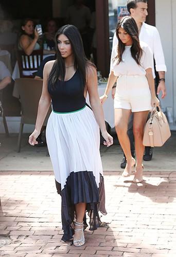 Kim et Kourtney Kardashian à Southampton le 30 juin 2014