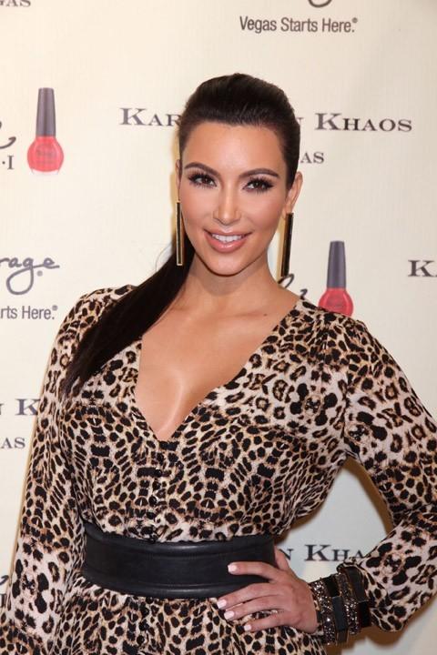 Kim et son célèbre décolleté...