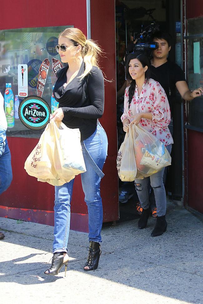 Khloé et Kourtney Kardashian dans les Hamptons le 2 juin 2014
