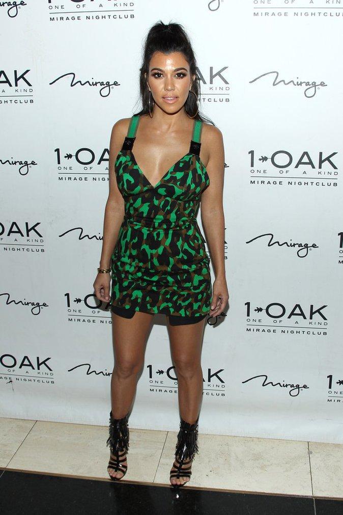 Photos : Kourtney et Khloe Kardashian : latex et décolletés affriolants... pour Scott Disick !