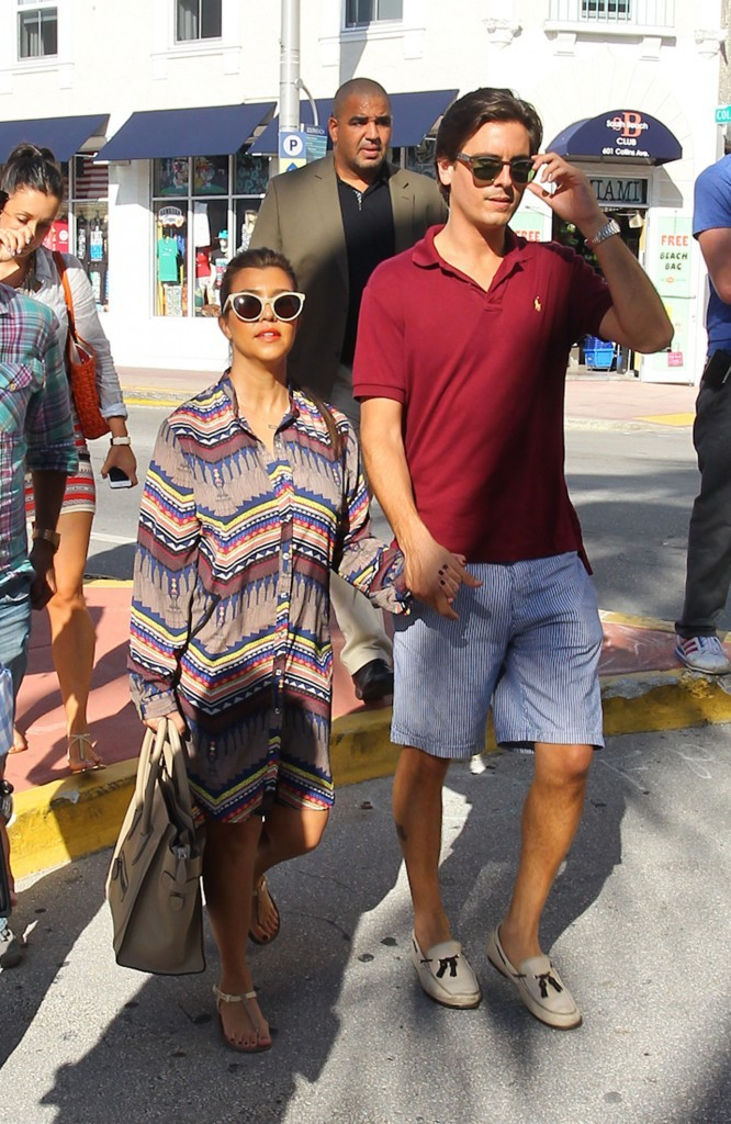 Kourtney Kardashian et son compagnon Scott Disick à Miami, le 19 septembre 2012.