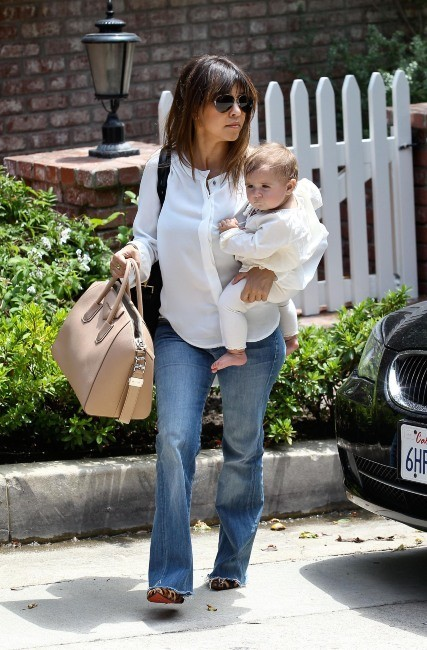 Kourtney Kardashian et sa fille Penelope à Beverly Hills, le 3 juin 2013.