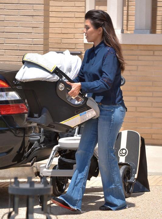 Kourtney Kardashian avec sa fille Penelope à West Hollywood le 1er août 2013