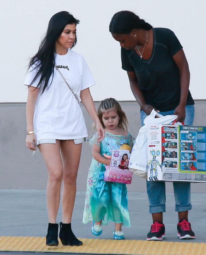 Photos : Kourtney Kardashian couvre de cadeaux ses petits !