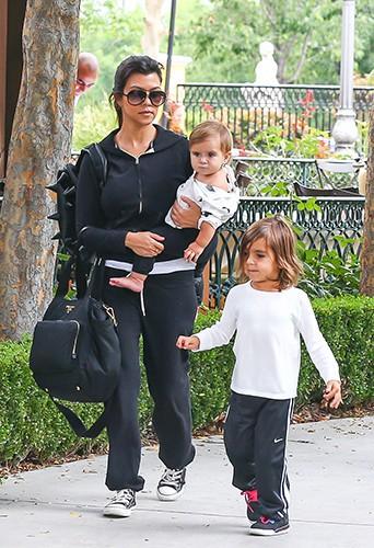 Kourtney Kardashian en famille à Calabasas le 28 juillet 2013