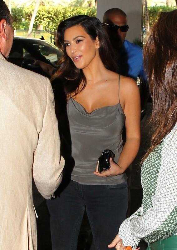 Kim Kardashian faisant du shopping à Miami, le 1er novembre 2012.