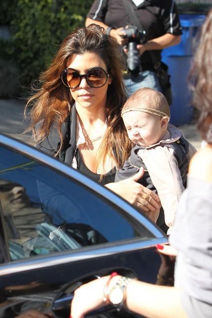 Kourtney Kardashian et ses enfants à Los Angeles, le 17 janvier 2013.