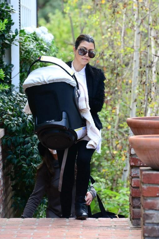 Kourtney Kardashian avec sa fille Penelope à Los Angeles le 28 janvier 2013