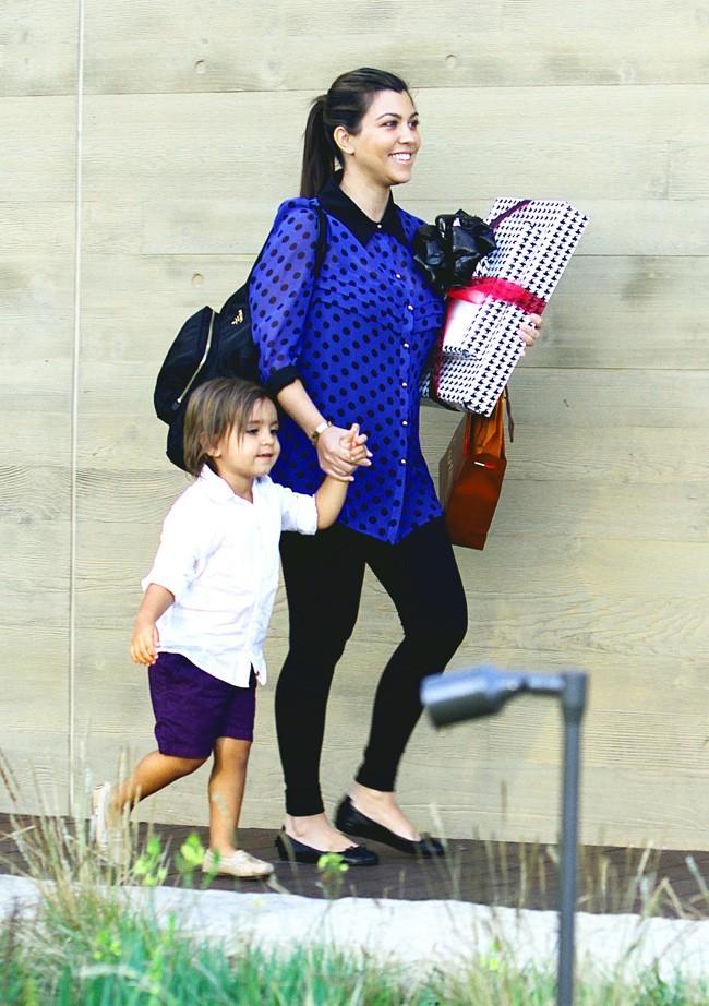 Kourtney Kardashian et Mason le 11 août 2012 à Malibu