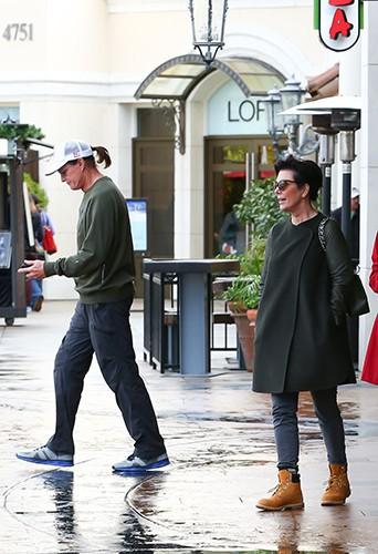 Bruce et Kris Jenner en famille à Calabasas le 29 novembre 2013