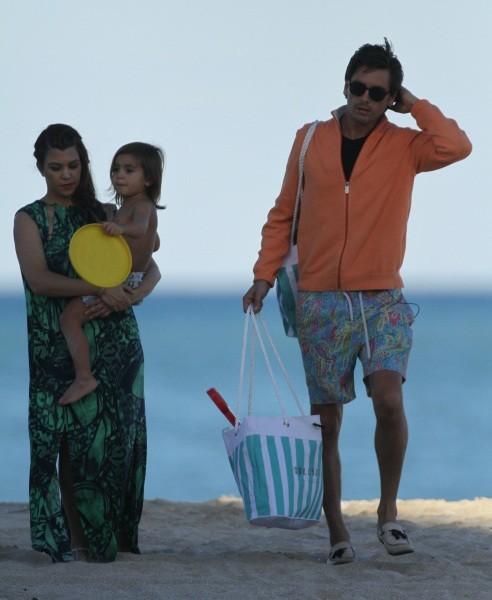 Kourtney Kardashian en famille à la plage à Miami, le 30 octobre 2012.