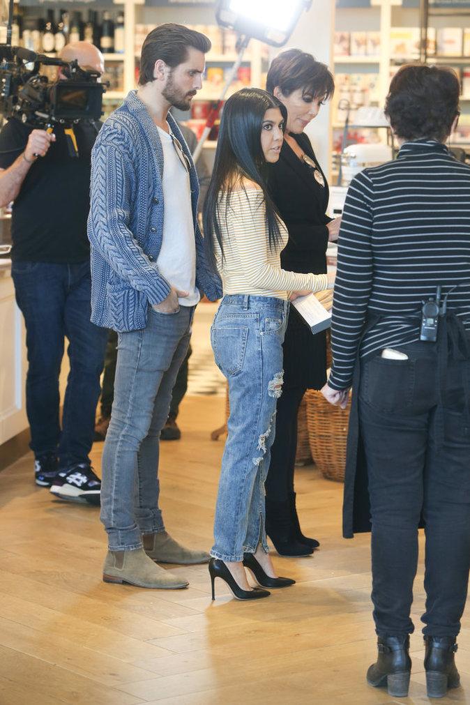 "Photos : Kourtney Kardashian et Scott Disick entre ""amis "" pour une virée shopping !"