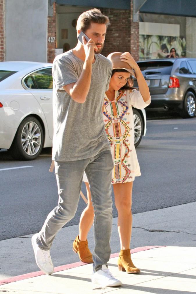 Photos : Kourtney Kardashian et Scott Disick : nouvelle Bugatti, visite chez le médecin et déjeuner avec Kris Jenner !